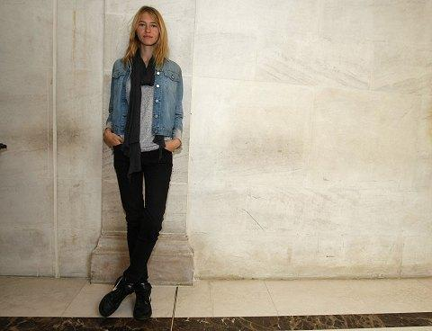 american model sara ziff poses for a photo in paris.