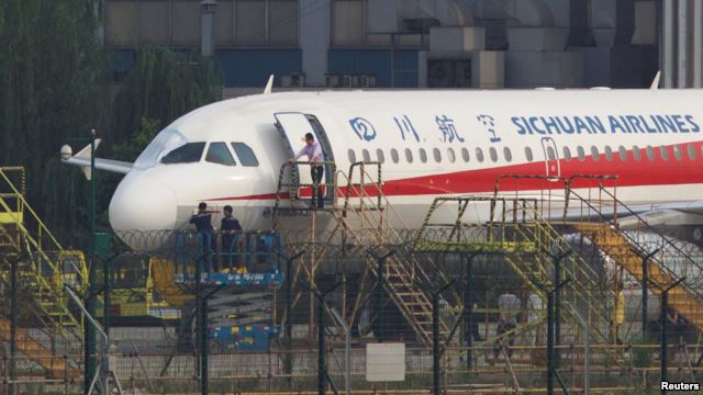 Hero Pilot Lands Safely in China After Plane Loses Windshield