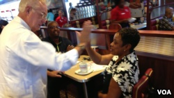 Chef Ype Von Hengst greets customers at the Silver Diner in Waldorf, MD. (Julia Taboh / VOA)